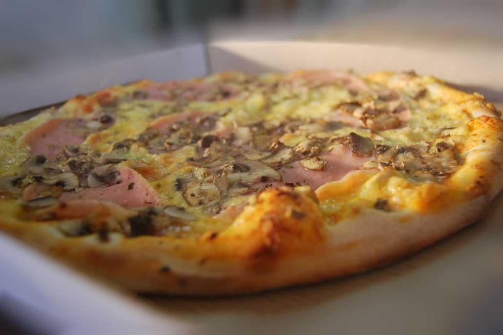 најбарана пица Капричиоза