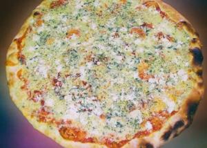 Пица со 4 видови на сирење