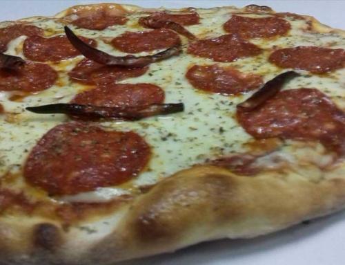 Пица со кулен и чили пиперчиња